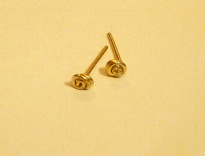 14k Solid Yellow Gold Stud Earrings Y Tiny Post Earring Knot